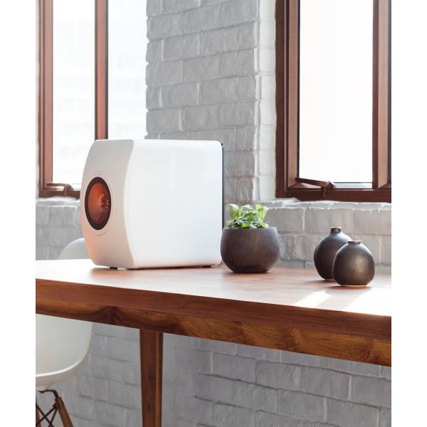 LS50 Wireless Powered Music System White lifestyle 3